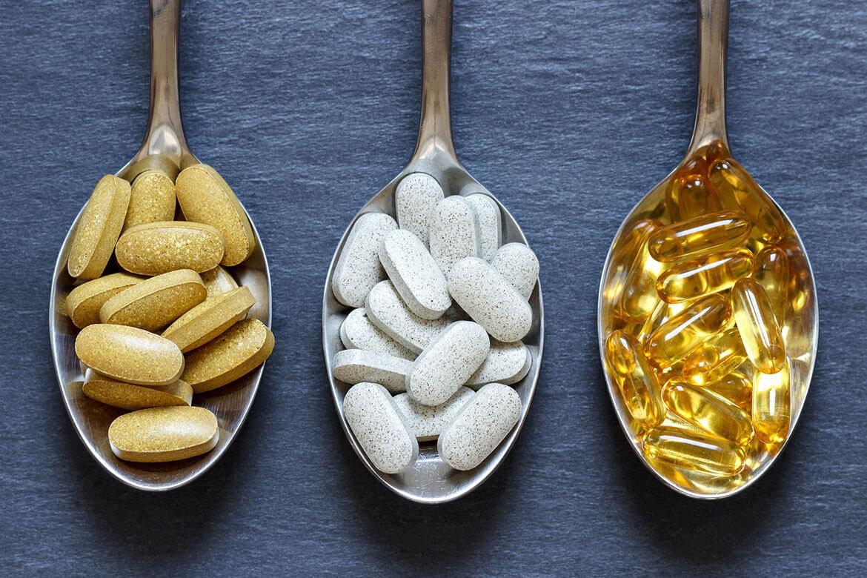 Tabletten auf einem Löffel